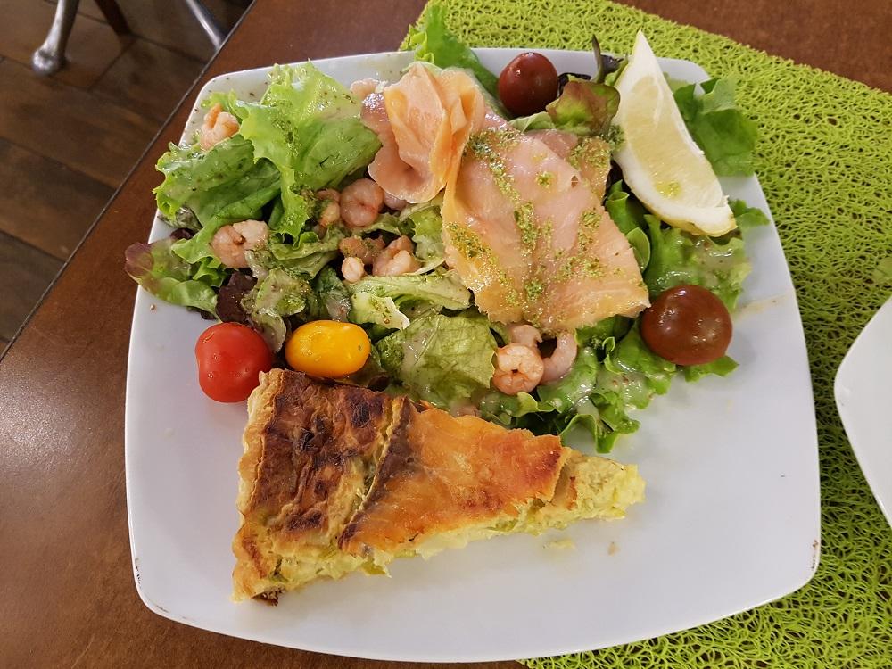 Plat du jour tarte poireaux saumon